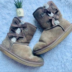 {KOOLABURA BY UGG} Victoria Short Fashion Boot
